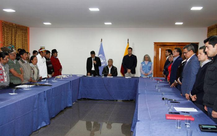 Indignación en las redes por la participación del contralor general en el diálogo en Ecuador