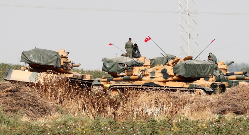 Tanques turcos en la frontera turco-siria