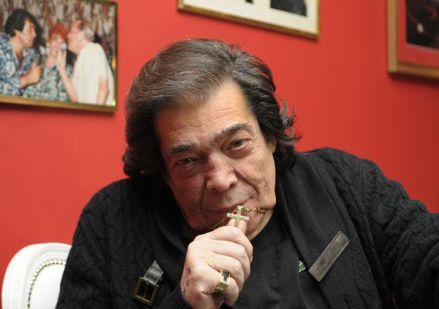 'Cacho' Castaña, el cantante y compositor argentino