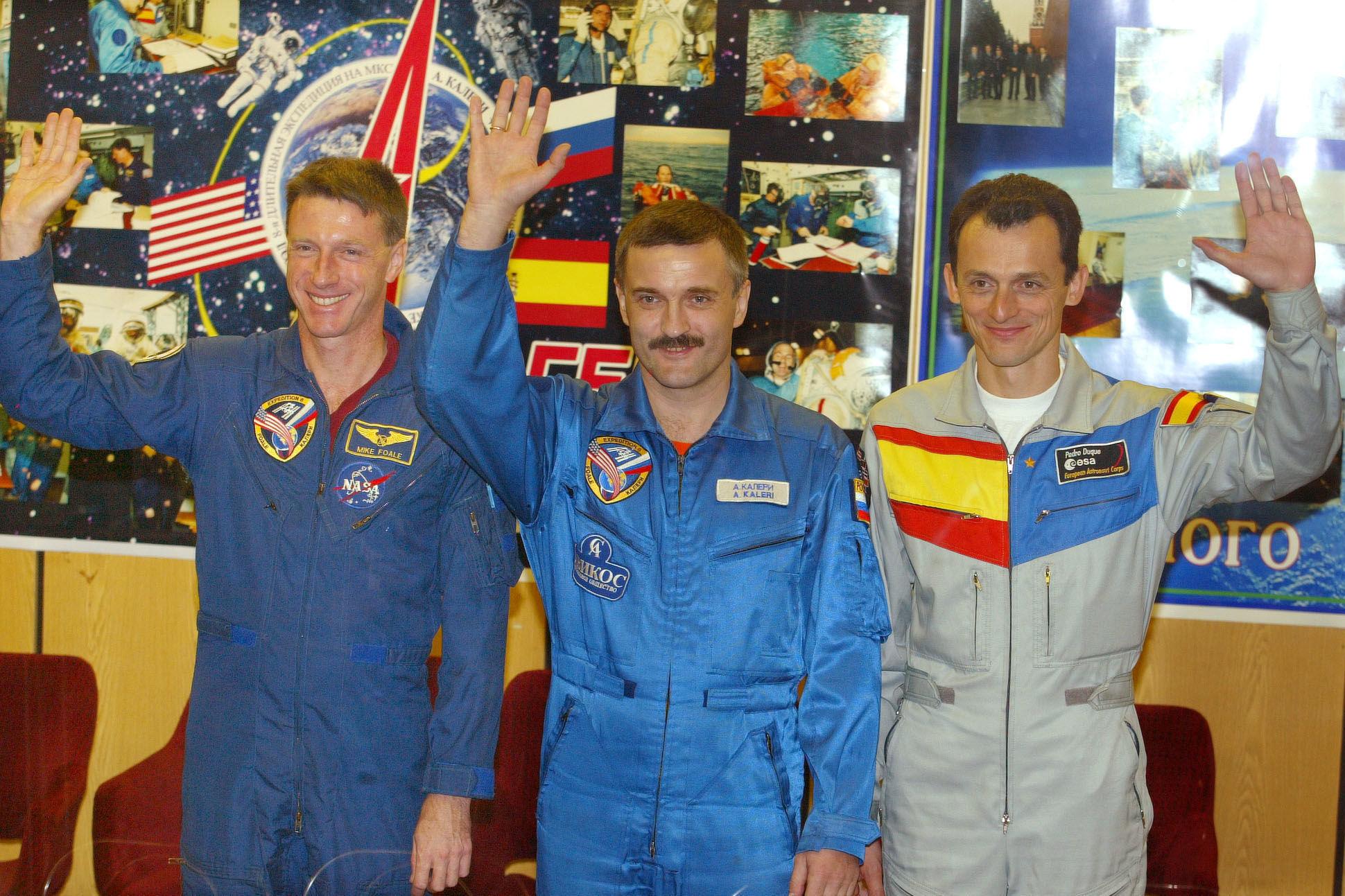 Pedro Duque, antes de partir a la Estación Espacial Internacional en el trasbordador ruso Soyuz TMA-3, el 17 de octubre de 2003