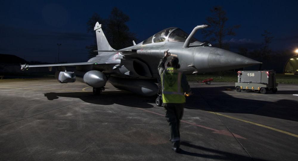 Un caza de Francia Dassault Rafale se prepara para bombardear el territorio sirio, el 14 de abril de 2018