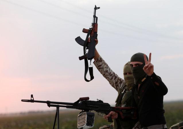 Rebeldes sirios apoyados por Turquía