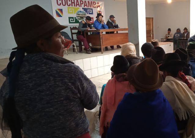 Reunión de comunidades indígenas en Cochapamba, Ecuador