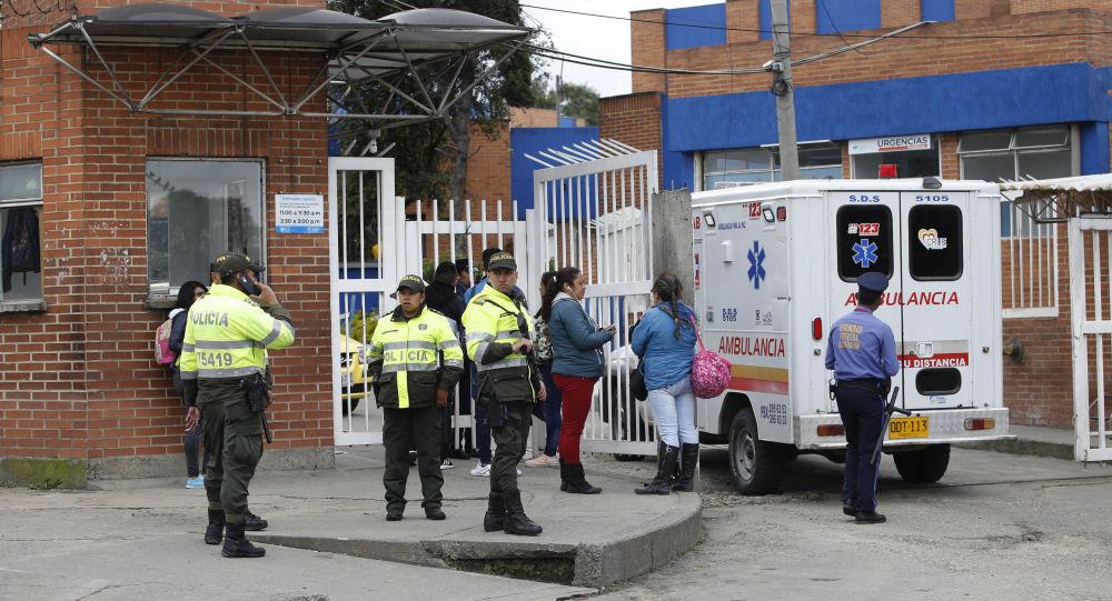 Agentes de la Policía colombiana y la ambulancia (archivo)