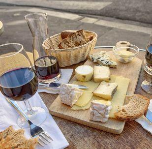 Vino y queso (imagen referencial)
