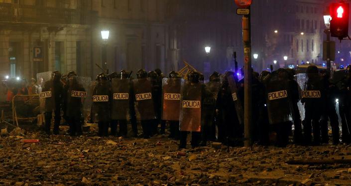 Los policías durante las protestas en Cataluña