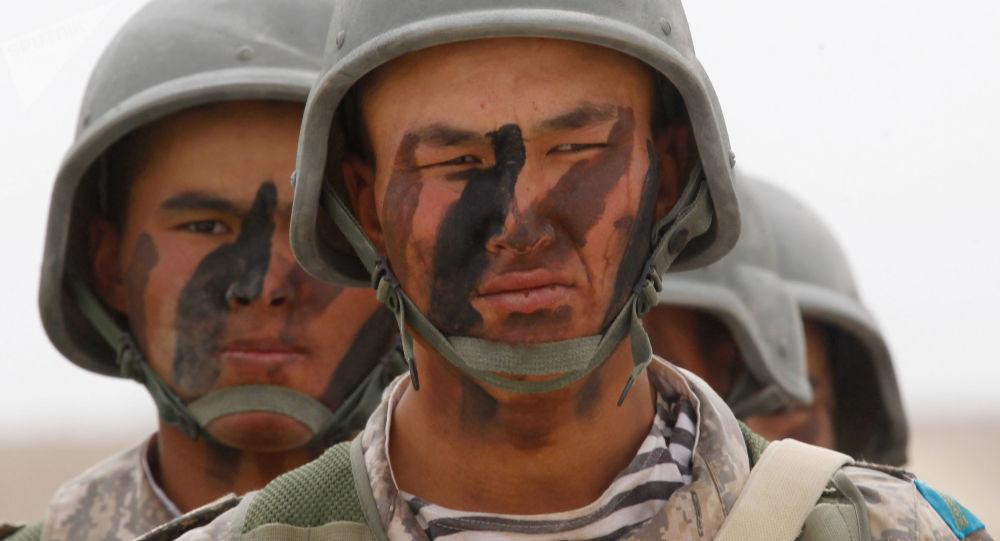 Militares de Kazajistán (archivo)