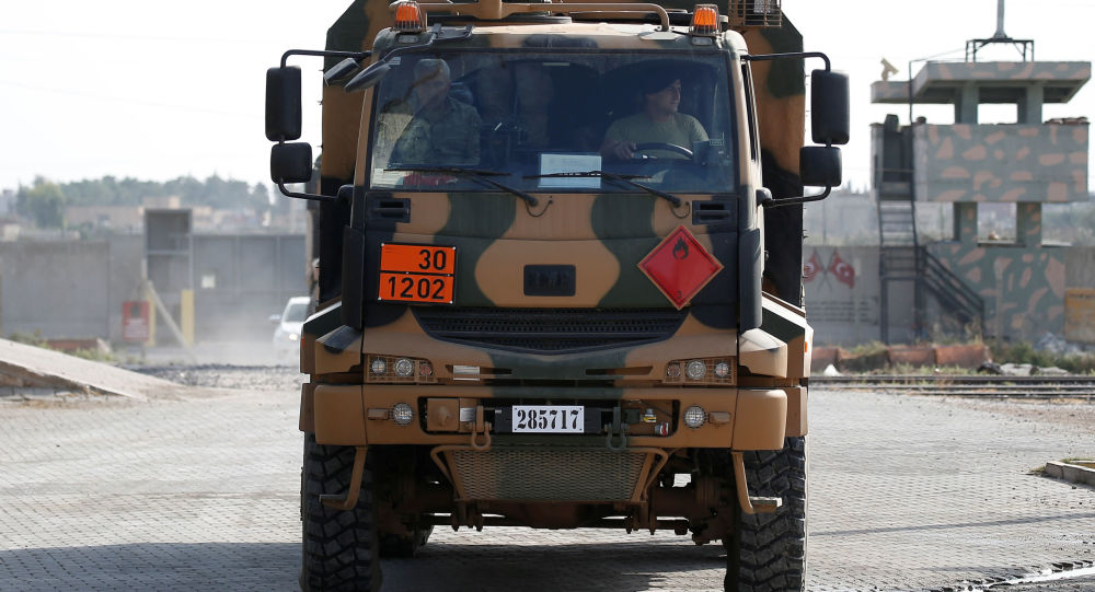 Un vehículo militar turco en la frontera turco-siria