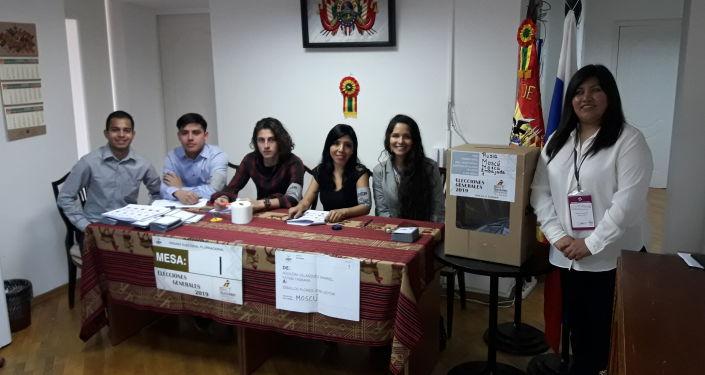 Mesa electoral en la Embajada de Bolivia en Moscú