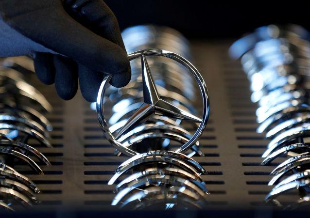 El logo de Mercedes-Benz