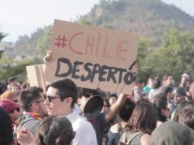 Santiago sigue protestando pese al toque de queda
