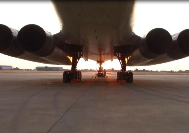 Los bombarderos rusos Tu-160 acaparan todas las miradas en Sudáfrica
