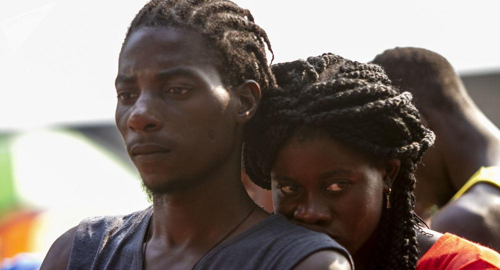 Haitianos fuera de la Estación migratoria Siglo XXI de Tapachula, Chiapas, en abril de 2019