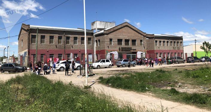 Escuela N.210 del Barrio Nicole, donde estuvieron refugiados familias evacuadas