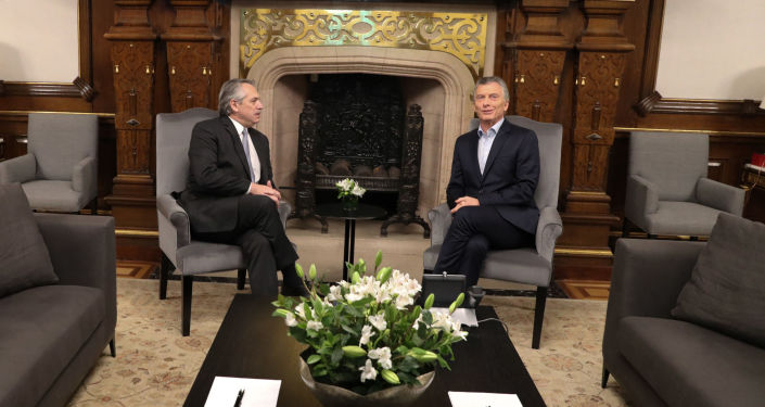 El presidente argentino, Mauricio Macri, se reune con el presidente electo, Alberto Fernández, en la Casa Rosada