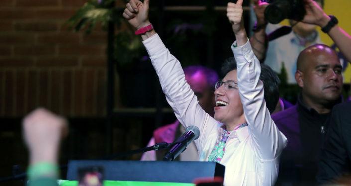 Claudia López, alcaldesa electora de Bogotá, celebra su victoria en las urnas