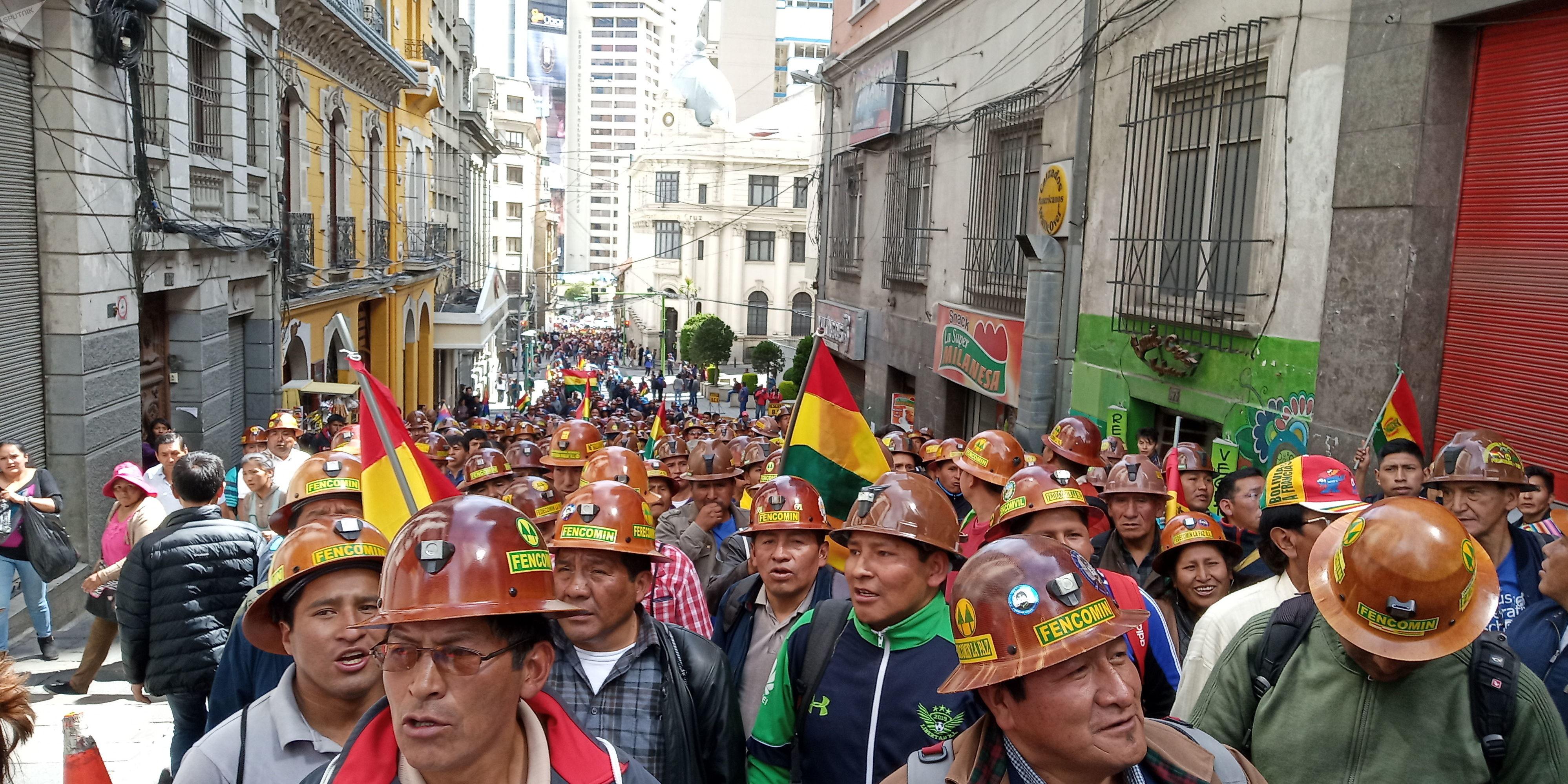 Mineros marchan en La Paz para defender el triunfo de Evo Morales
