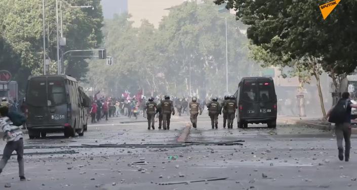 Santiago de Chile en humo y llamas