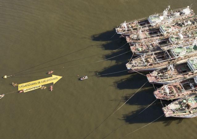 Campaña de Greenpeace contra los buques pesqueros surcoreanos en el puerto de Montevideo