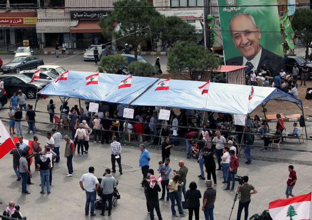 Un cartel con el retrato de Nabih Berri, el presidente del Parlamento del Líbano