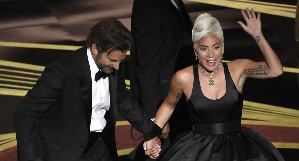 Bradley Cooper y Lady Gaga en la ceremonia del Óscar