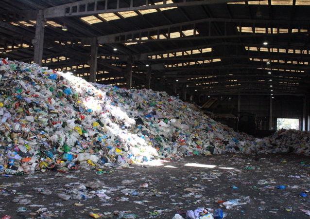 Basura de plástico en la planta de reciclaje de Aborgase en Andalucía