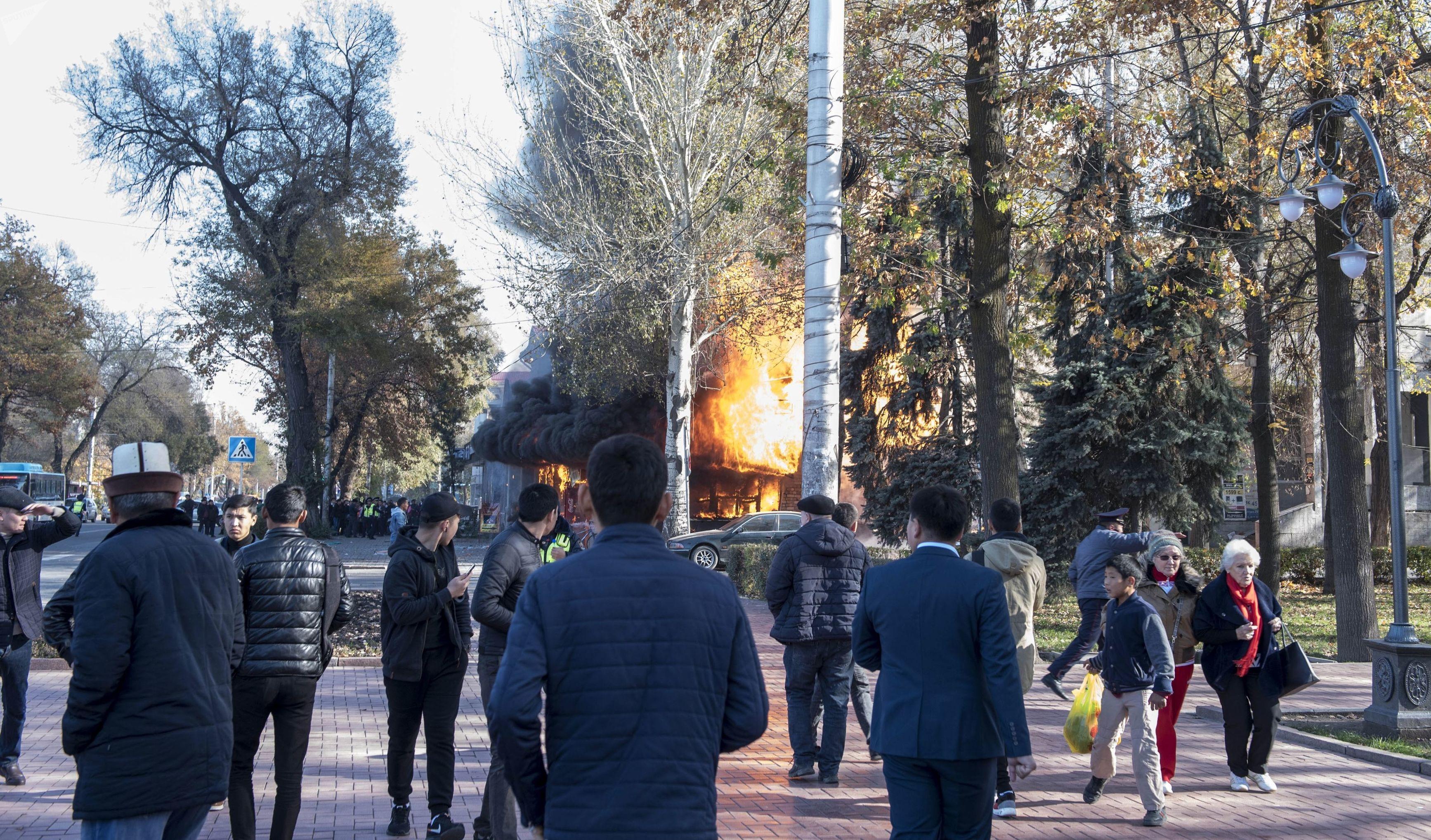 Explosión en un local de comida rápida denominado Antoshka en Biskek, Kirguistán