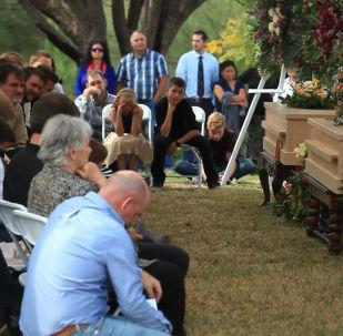 Entierran en México a tres miembros de la familia mormona LeBarón