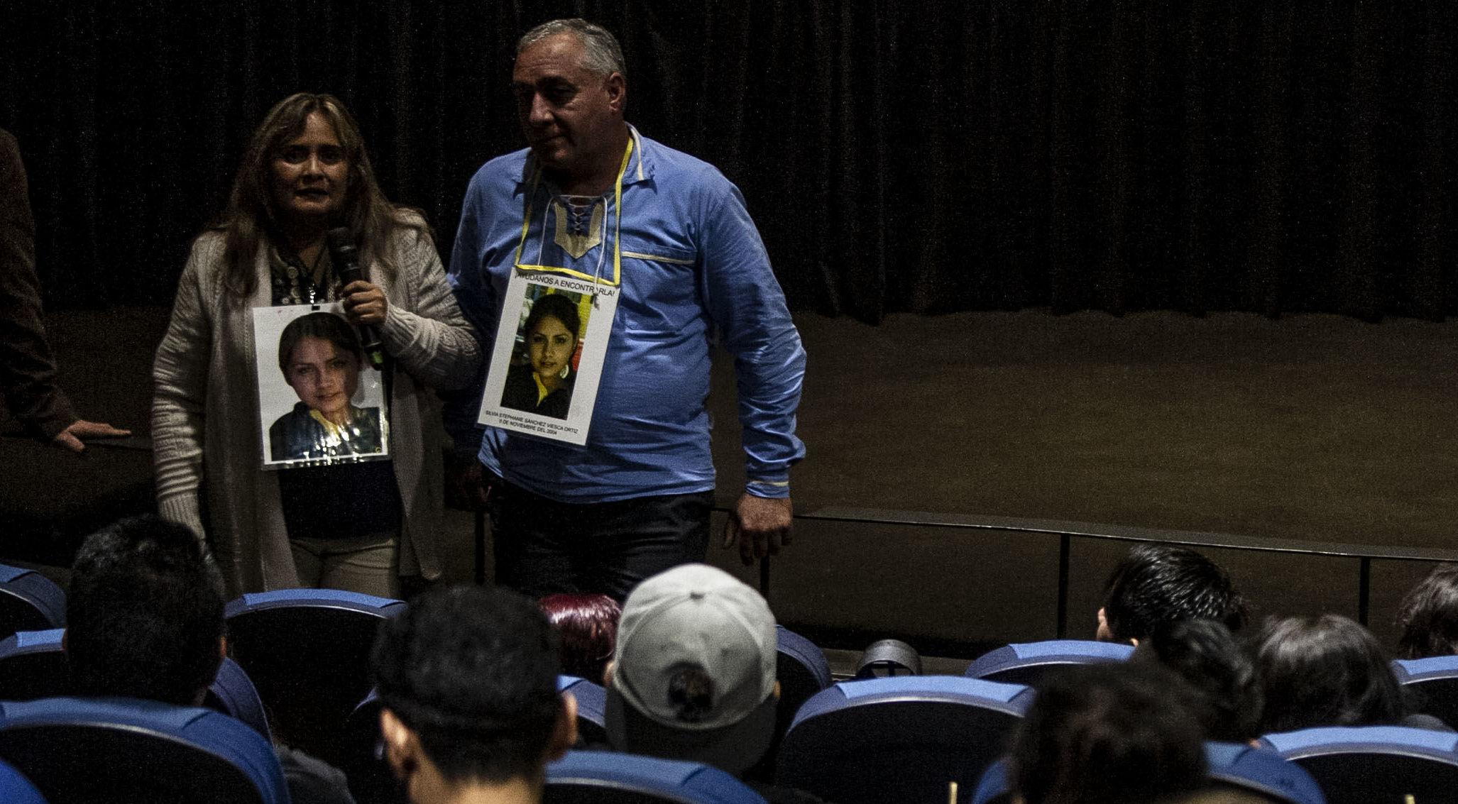 Silvia Ortiz y Oscar Sánchez ofrecen una charla al terminar la película donde se presentó el caso de su hija