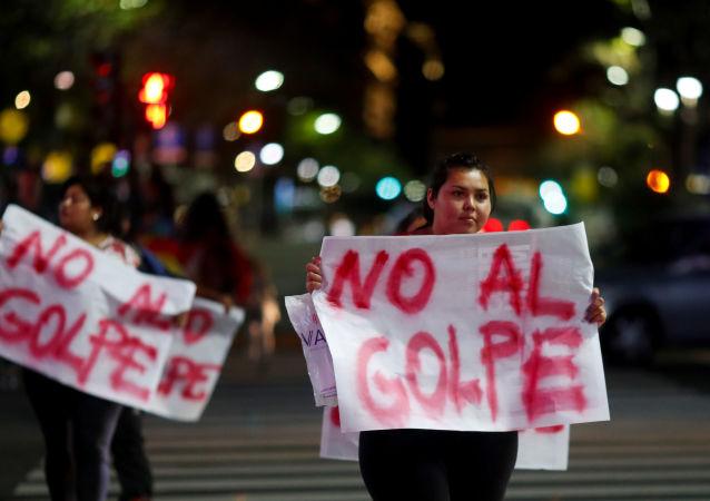 Residentes bolivianos en Argentina en contra del golpe de Estado en su país