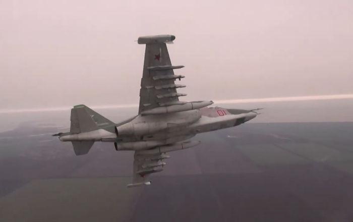 Los pilotos de los 'tanques' voladores Su-25 perfeccionan sus destrezas
