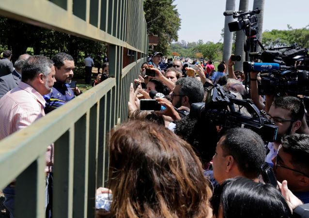 Tensión en la Embajada de Venezuela en Brasilia