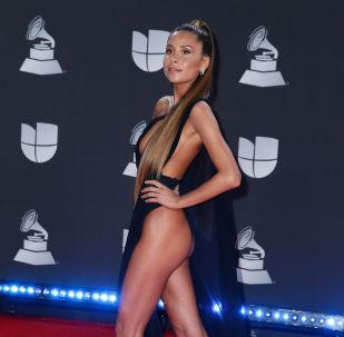 Las más despampanantes artistas de la alfombra roja de los Latin Grammy