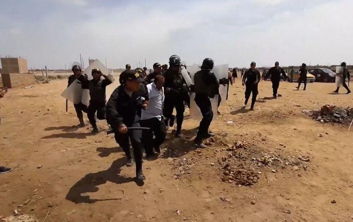 Desalojan a un centenar de familias del terreno de una planta de transferencia en Perú