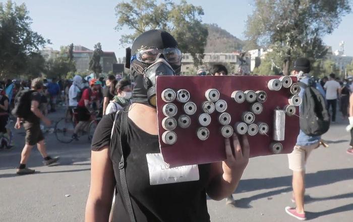 Violentos enfrentamientos marcan el inicio del segundo mes de protestas en Chile