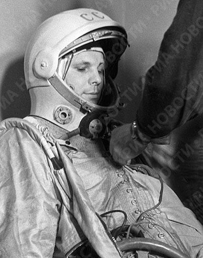 Юрий Гагарин перед космическим стартом