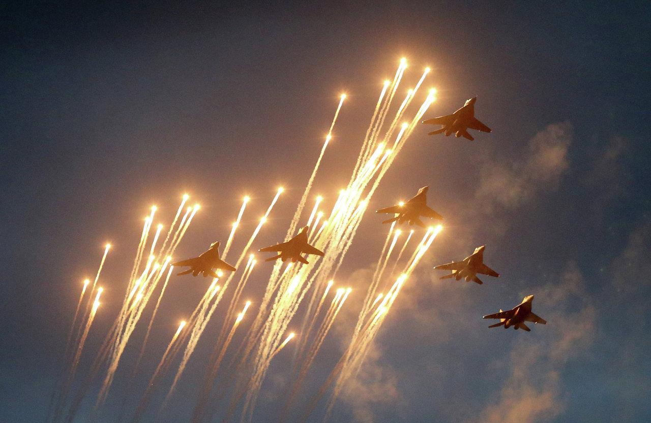 Самолеты МИГ-29 во репетиции парада ко Дню Независимости Белоруссии в Минске