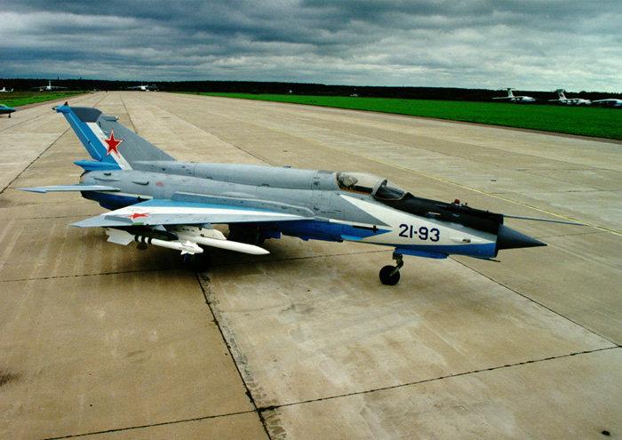 Сверхзвуковой истребитель МиГ-21