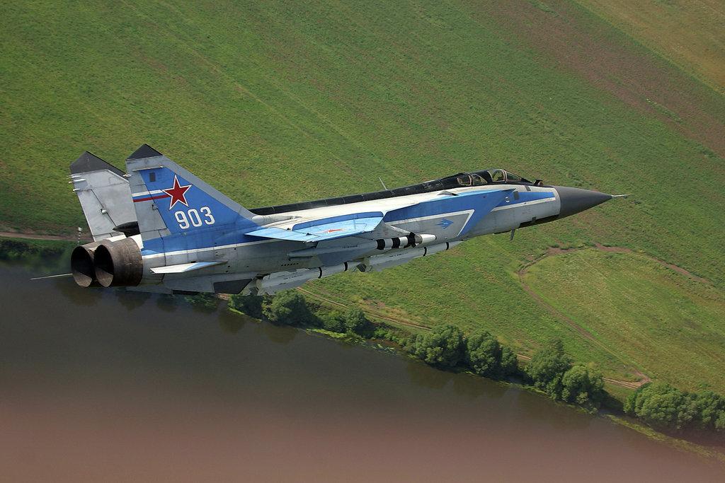 Двухместный сверхзвуковой истребитель МиГ-31Э