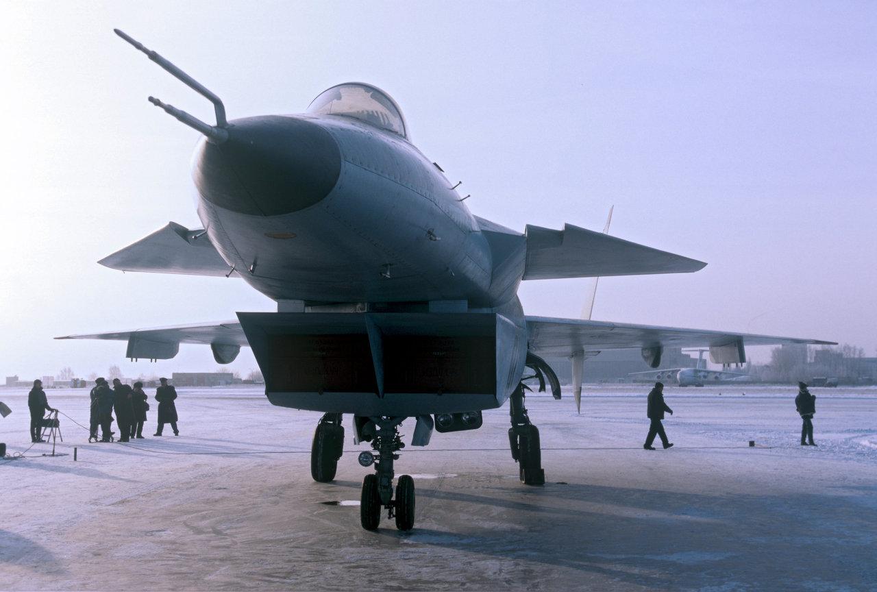 Многофункциональный фронтовой истребитель пятого поколения на аэродроме в Жуковском