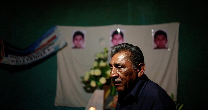 Padre de uno de los estudiantes desaparecidos