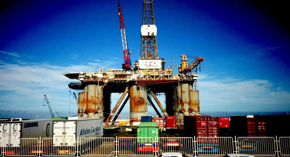 Нефтедобывающая станция на Канарских островах