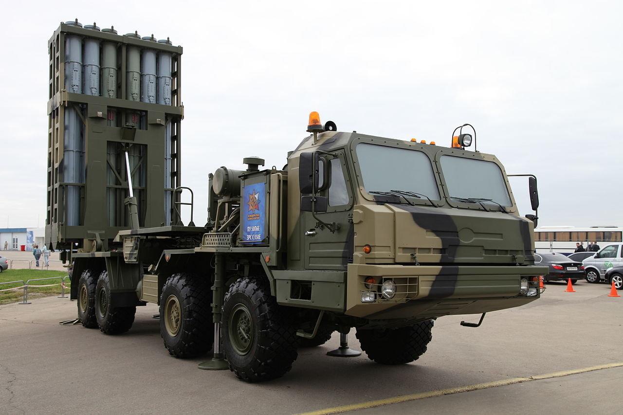 Sistema de defensa antiaérea de alcance medio S-350E Vítiaz