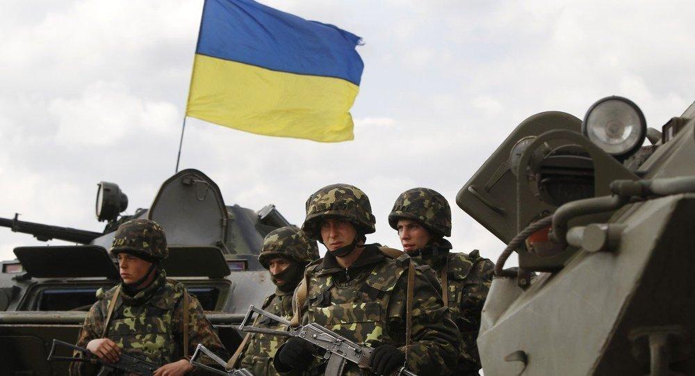 Бойцы Украинской армии возле города Изюм на востоке Украины