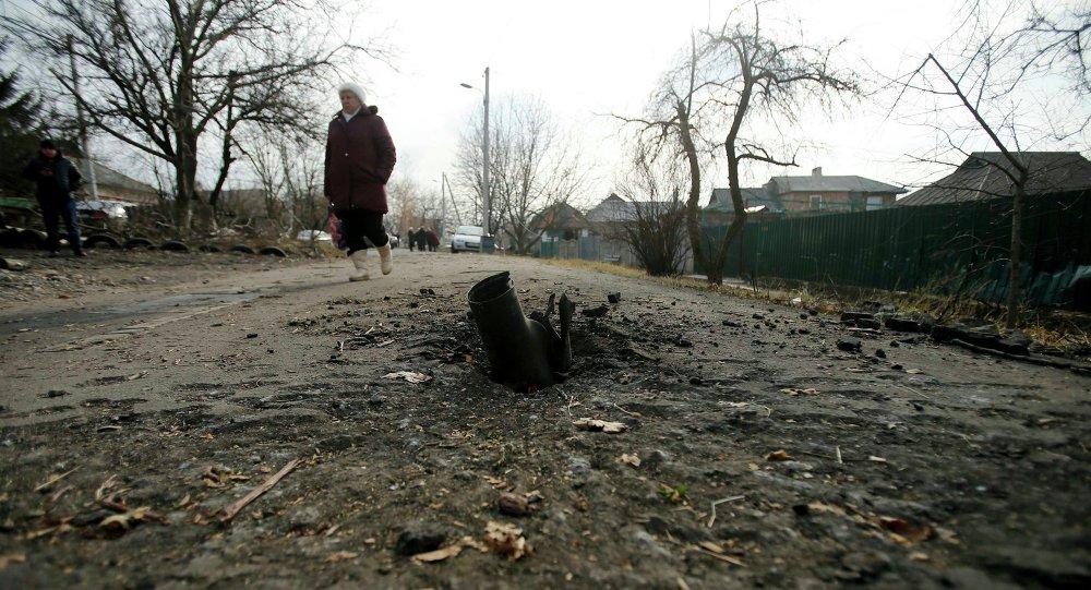 Взорвавшийся снаряд на улице в поселке Красный пахарь