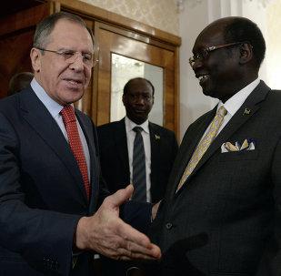 Ministro de Asuntos Exteriores de Rusia, Serguéi Lavrov y canciller de Sudán del Sur, Barnaba Marial Benjamin