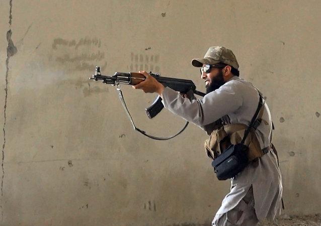 Combatiente del grupo Estado Islámico (archivo)