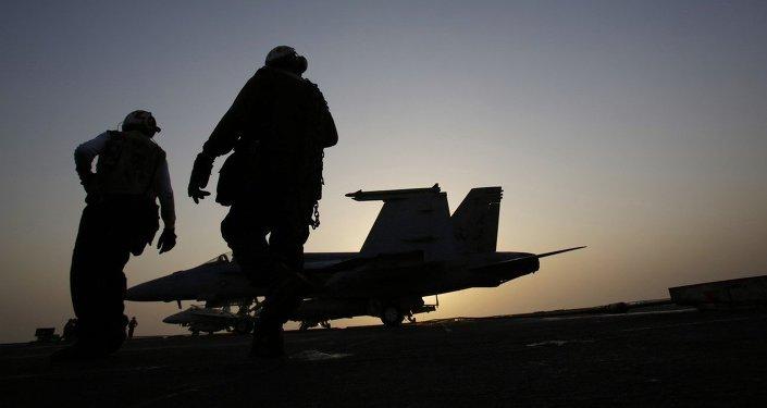 Marines de EEUU en la cubierta del portaviones en el golfo Pérsico