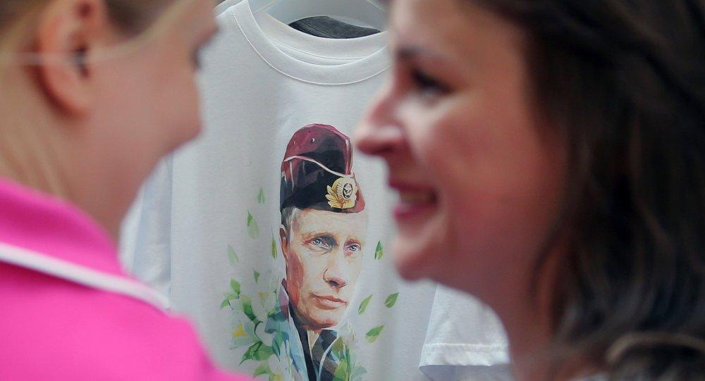 Старт продаж футболок с изображением Владимира Путина в ГУМе