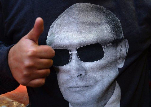 Venta de camisas con imagen de Putin en  Moscú